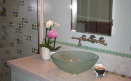 02-bath-design-polka-dot-tile-glass-sink-interior-design-oakland-600×800