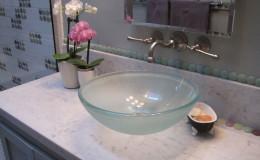 03-bath-design-polka-dot-glass-sink-interior-design-oakland-600×800