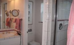 04-bathroom-interior-design-oakland-ca-before-adams-800×600
