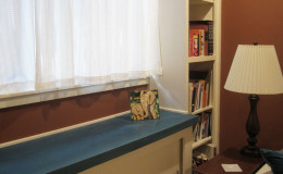 04-interior-design-richmond-berkeley-home-office-window-shelves-DLeavitt-800×600