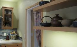 05-kitchen-remodel-pottery-teapots-interior-design-berkeley-800×600