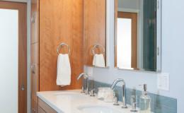 10-mid-century-design-master-bath-vanity-cantu-600×900