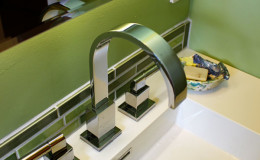 14-bathroom-blue-green-sink-faucet-san-mateo-palter-600×900