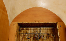 10-bath-jewelry-cabinet-900×600