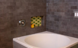 01-VA-bath-soaking-tub-600×900