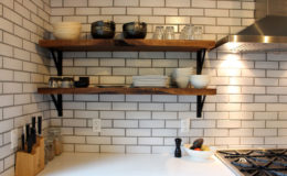 07-GT-kitchen-shelves-900×600